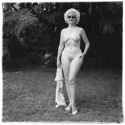 Nudist lady with swan sunglasses