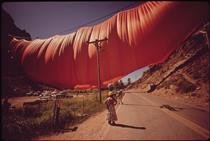 Valley Curtain (USA) - Christo and Jeanne-Claude