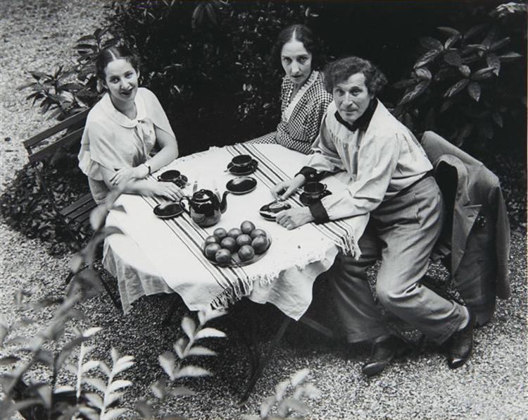 Chagall Family, Paris, 1933 - Andre Kertesz