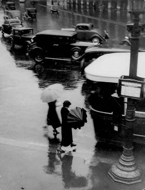 Rue de Rivoli, Sous le Pluie, 1937
