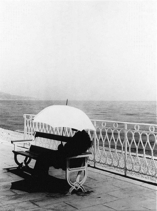 The Man With White Umbrella, 1934